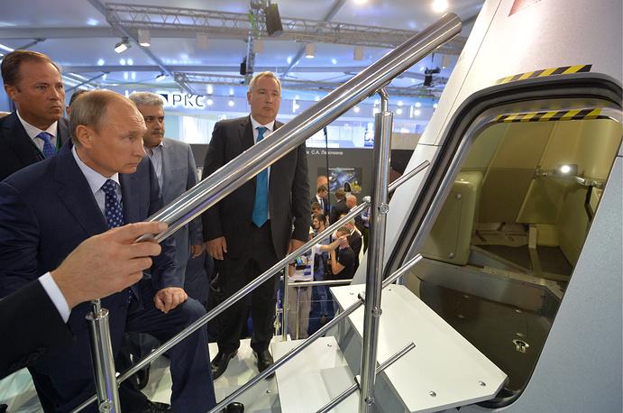 United Aircraft Corporation President Yuri Slyusar, Russia's President Vladimir Putin, Iran's Vice President Sorena Sattari, Russia's Deputy Prime Minister Dmitry Rogozin at MAKS 2015 International Air Show