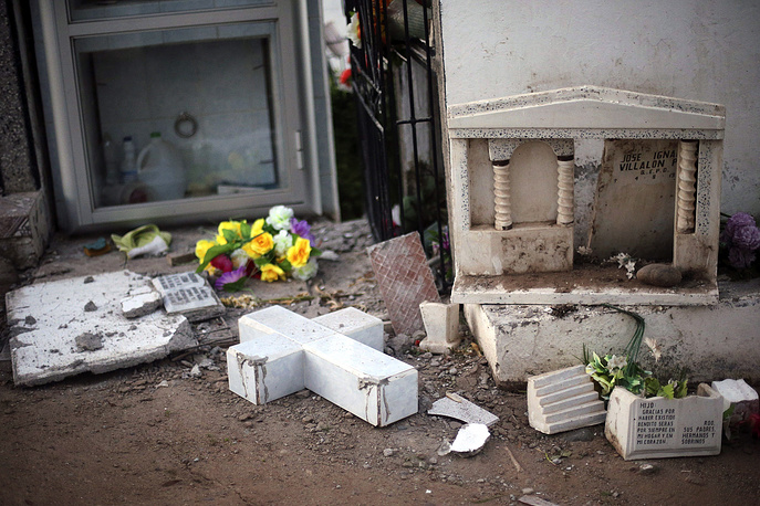 Damaged tombs at the Illapel cementery following the earthquake, Illapel, Chile