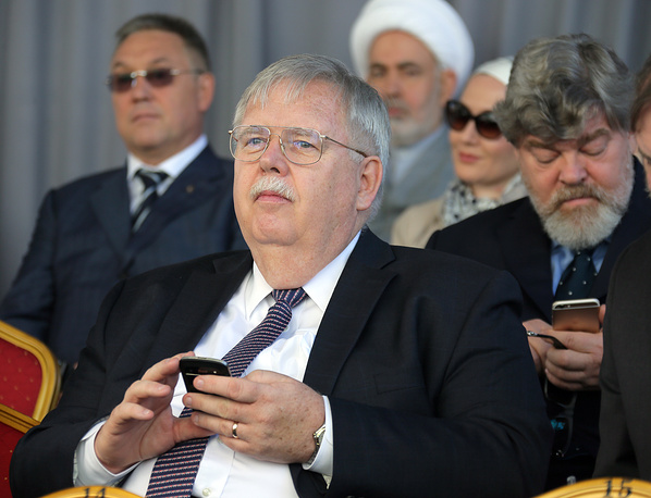 US ambassador to Russia, John Tefft (center) at the opening of the Moscow Cathedral Mosque after a major reconstruction