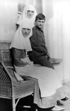 Children of Nicholas II, Alexei, Maria and Anastasia in nurse's uniforms, 1914-1915