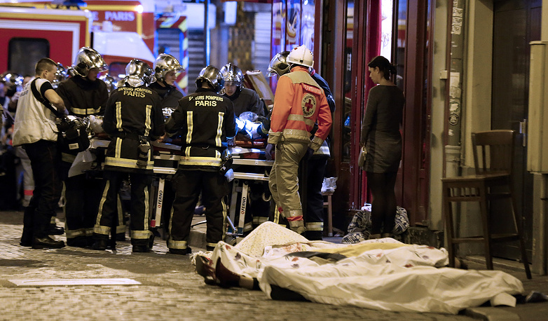 According to French authorities, at least120 people were killed in terrorist attacks in Paris. Photo: Victims in the 10th district of Paris