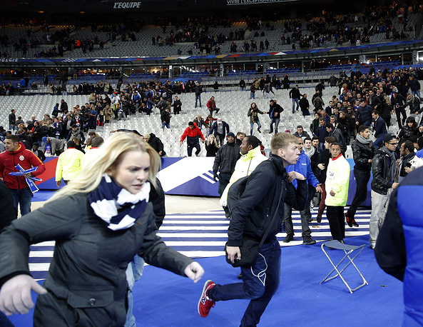 Spectators at the pitch of the Stade de France stadium