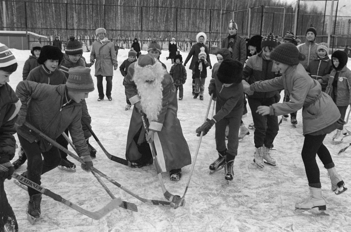Grandfather Frost and children playing hockey in Moscow, 1985