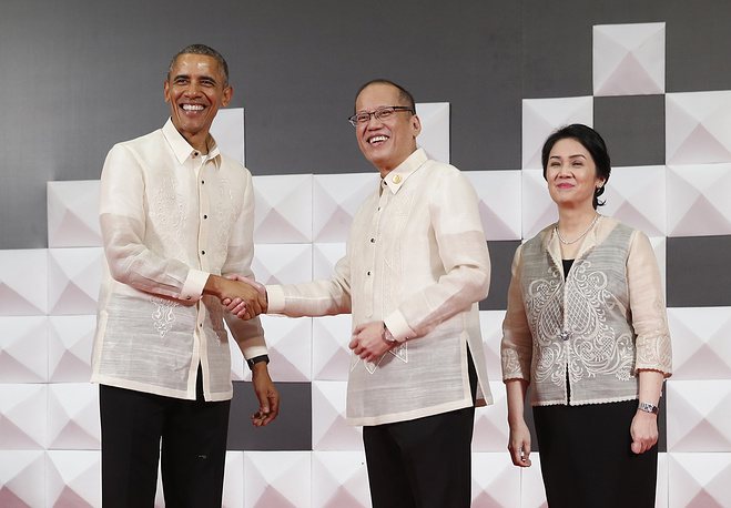 US President Barack Obama, Philippines President Benigno Aquino III with his sister at the welcoming dinner for the 2015 APEC summit