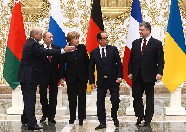 Belarus' President Alexander Lukashenko, Russia's President Vladimir Putin, Germany's Chancellor Angela Merkel, France's President Francois Hollande and Ukraine's President Petro Poroshenko posing for a group photograph during Normandy format Ukraine peace talks at the Palace of Independence in Minsk, February 11, 2015