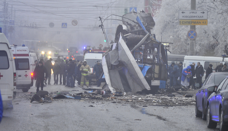 Earlier, on October 21, a bus explosion staged in the city killed seven and 37 were wounded. Photo: at the site of a bomb blast on a trolleybus in Volgograd's Dzerzhinsky district