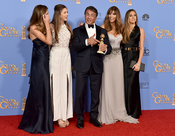 "Sylvester Stallone with the award for best performance by an actor in a supporting role in any motion picture for ""Creed"" with Sophia Stallone, Scarlet Stallone, Jennifer Flavin, and Sistine Stallone"