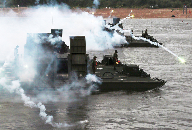 Military engineering troops participating in the Open water competition as part of the 2015 International Army Games in Vladimir region