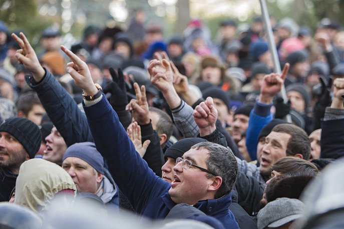 The leader of Our Party Renato Usatii and supporters at the protest in Chisinau