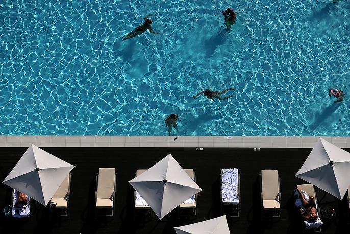 People in Sochi's swimming pool