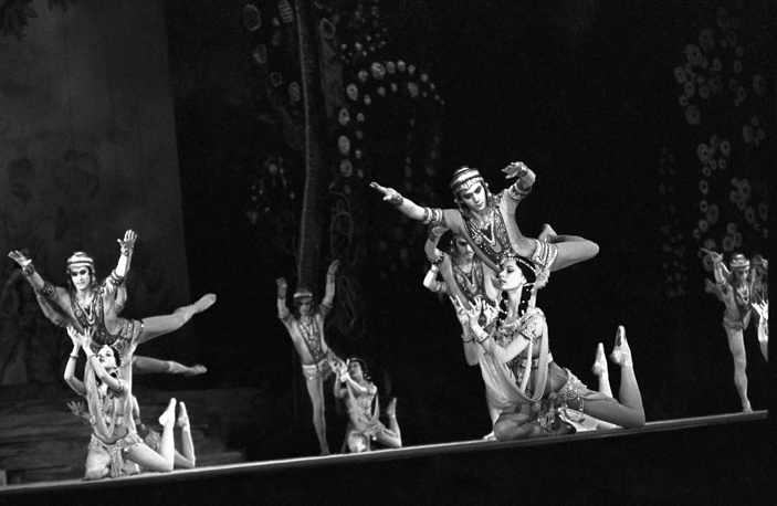 A scene from U.Musaev's ballet Indian Poem choreographed by Yuri Grigorovich, 1981
