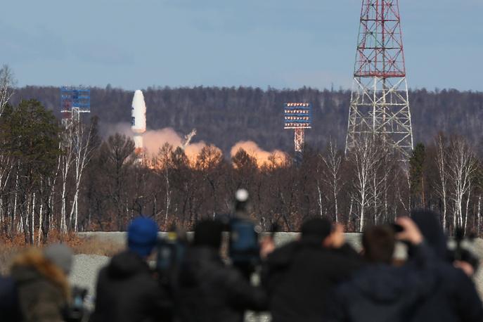 A Soyuz-2.1a rocket booster carrying Lomonosov, Aist-2D and SamSat-218 satellites blasting off from the Vostochny Cosmodrome