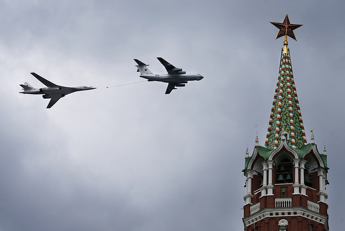 Tupolev Tu 160 heavy strategic bomber and Il-76 in flight over the Moscow Kremlin