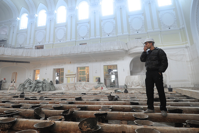 The renovation of the Grand Hall was completed in 2011. Photo: Timber floor repairs in the Grand Hall of the Moscow Conservatory
