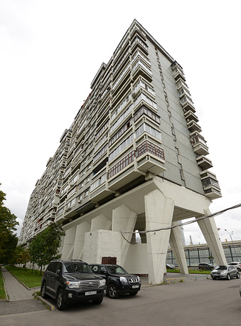 The so-called 'centipede house' designed by architect Andrei Meyerson in 1978 as a hotel ahead of the Moscow 1980 Olympics. The main feature of the structure is twenty pairs of reinforced concrete 'legs'