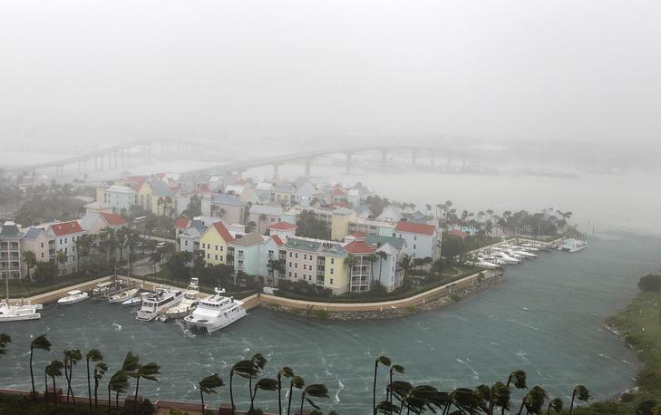 Hurricane Matthew moves through Paradise Island in Nassau, Bahamas, October 6