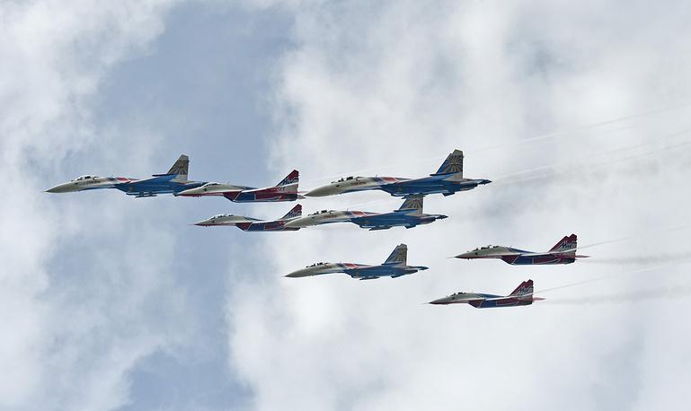 Russian Knight and Swift aerobatic team
