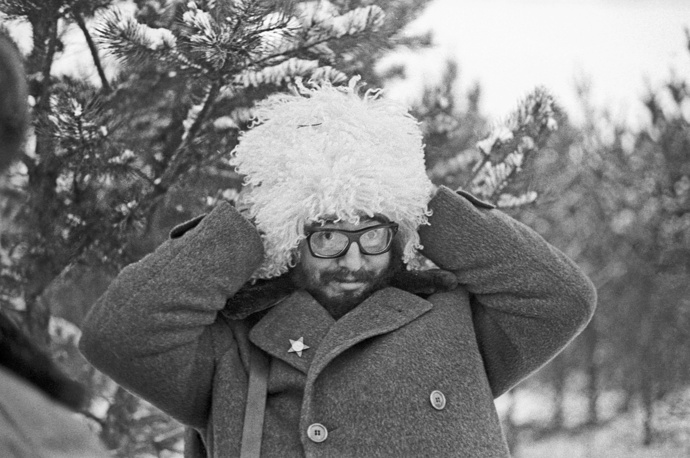 Fidel Castro wearing Cossack hat in Moscow, 1964