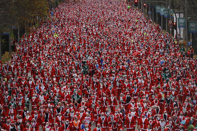 People dressed in Santa Claus costumes take part in a run in Madrid, December 17
