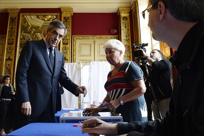 Francois Fillon casts his ballot