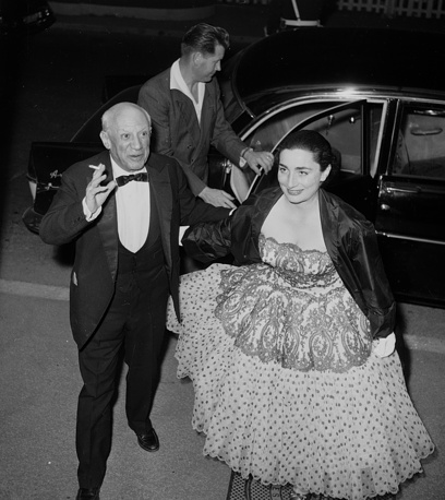 Artist Pablo Picasso and his model, Jacqueline Roque, arrive at the Cannes Film Festival, 1960