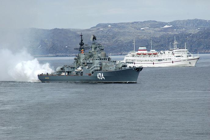 Admiral Ushakov destroyer and the ambulance boat Svir