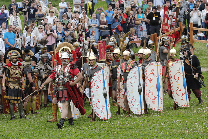 """A historical reenactment at the """"Ancient Rome and Its Neighbours"""" venue in Moscow's Kolomenskoye park"""