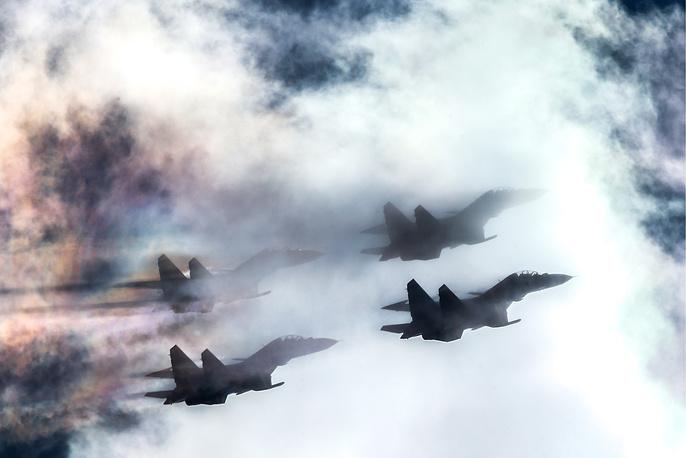 Sukhoi Su-30SM fighter jets of the Russkiye Vityazi [Russian Knights] aerobatic team