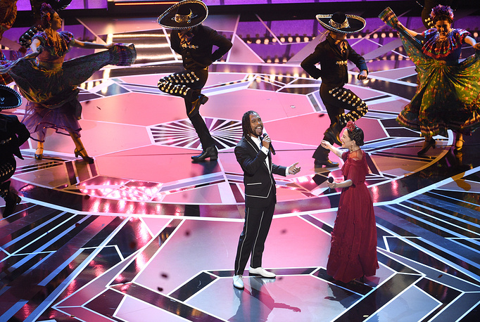 """Miguel and Natalia Lafourcade perform """"Remember Me"""" from """"Coco"""" at the 90th annual Academy Awards ceremony at the Dolby Theatre in Hollywood"""