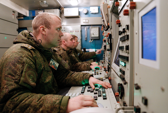 Soldiers of the Russian Baltic Fleet's air defence unit during a training exercise involving S-400 Triumf missile systems