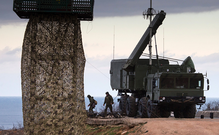 S-400 missile systems of the Russian Southern Military District's missile regiment on combat duty