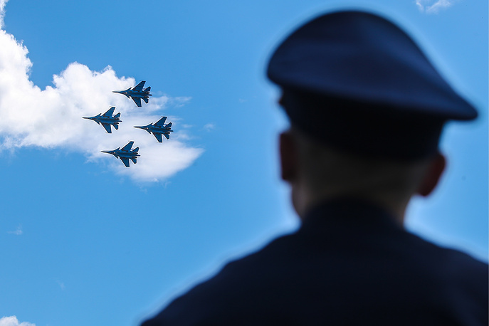 Sukhoi Su-30SM fighter jets of the Russian Knights aerobatic team perform at the Aviamix airshow, part of the 2017 Aviadarts military aviation competition