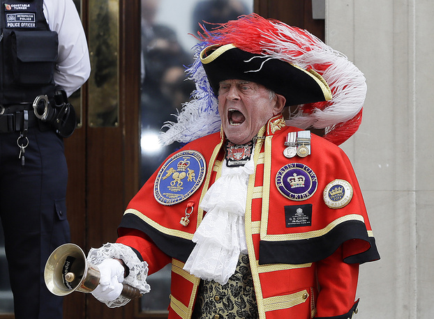 Town Crier Tony Appleton announces that the Duchess of Cambridge has given birth to a baby boy outside the Lindo wing at St Mary's Hospital in London