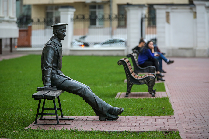 A monument depicting a student of the Emperor Nicholas II Moscow State University of Railway Engineering by the 1st building of this university in Moscow