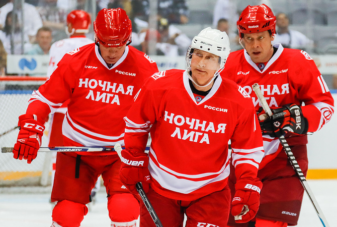 Putin improves hockey stats with goal on ice