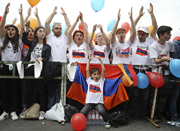 Supporters of opposition lawmaker Nikol Pashinian react in Republic Square in Yerevan, Armenia, May 8