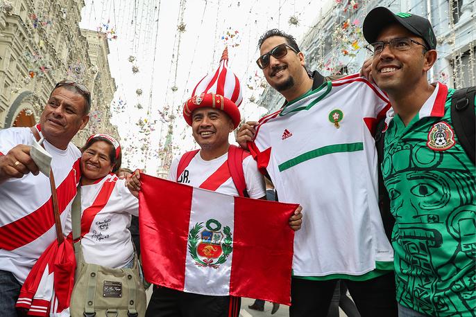 Peruvian fans on the eve of the 2018 FIFA World Cup in Nikolskaya Street
