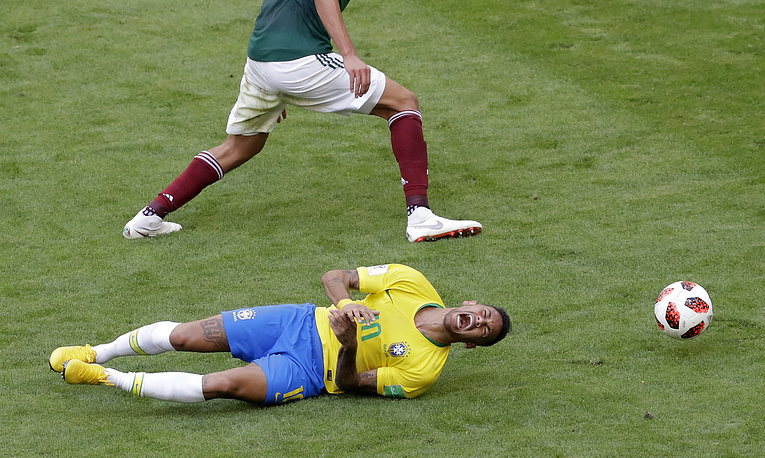 Brazil's Neymar challenges for the ball with Mexico's Edson Alvarez during the round of 16 match between Brazil and Mexico in the Samara Arena, in Samara, July 2