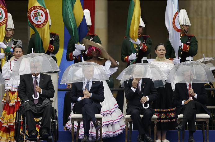 Ecuador's President Lenin Moreno, Argentina's President Mauricio Macri, Chile's President Sebastian Pinera and Mexico's President Enrique Pena Nieto hold umbrellas during the presidential inauguration ceremony for Ivan Duque, in Bogota, August 7