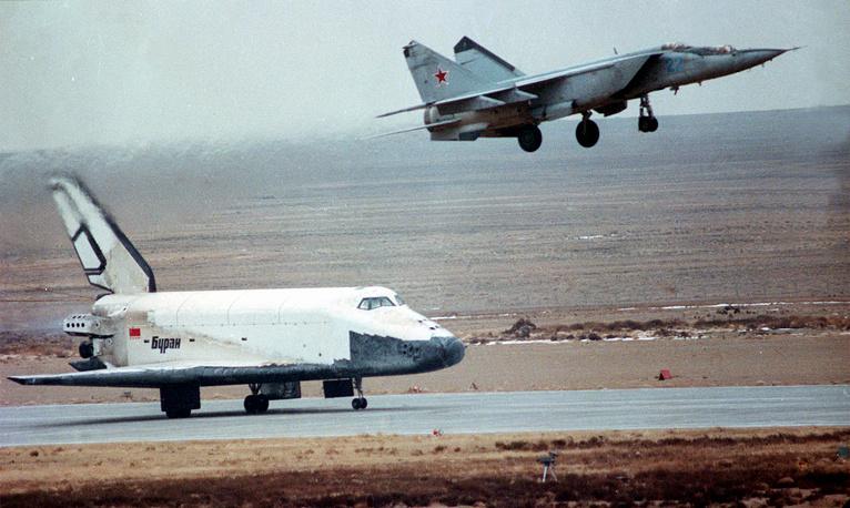 Mig-25 plane piloted by Magomet Tolboyev accompanies Buran shuttle during its landing, November 15, 1988
