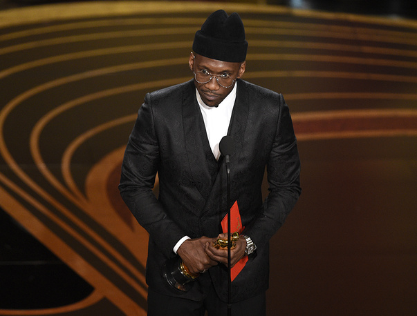 """Mahershala Ali accepts the award for best performance by an actor in a supporting role for """"Green Book"""""""