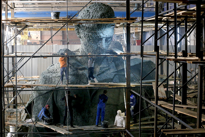 A model of the central figure for the Rzhev Memorial to the Soviet Soldier revealed in the workshop of sculpture Andrei Korobtsov and architect Konstantin Fomin, March 14. The monument is due to be unveiled in the Tver Region to mark the 75th anniversary of the Soviet victory over Nazi Germany in WWII in 2020