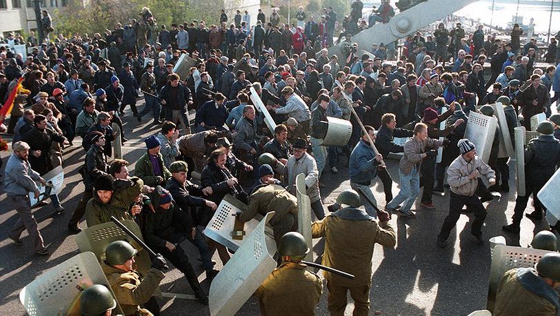 Krymskiy Bridge. Militia disperses demonstrators. ITAR-TASS/ Anatoly Morkovkin