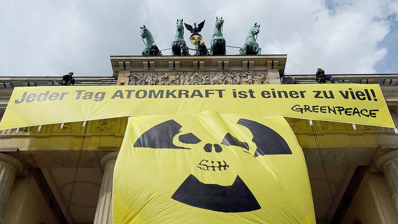 Banner on Brandenburg Gate, Berlin, 2011
