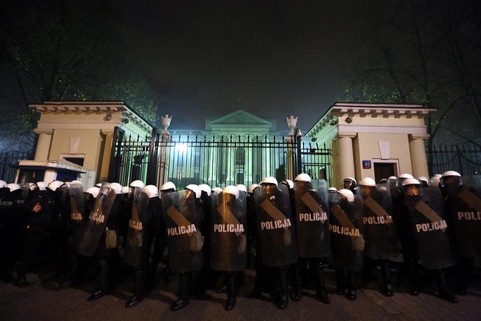 """Столкновение участников """"Марша независимости"""" с полицией"""