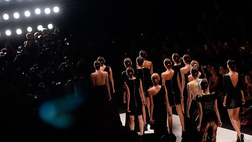 Показ коллекции Dasha Gauser на Mercedes-Benz Fashion Week Russia. Фото ИТАР-ТАСС/ Сергей Карпов