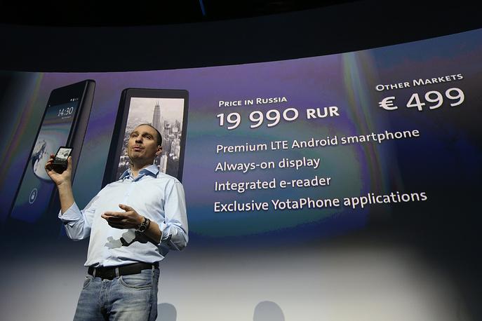 Презентация российского смартфона YotaPhone с двумя экранами