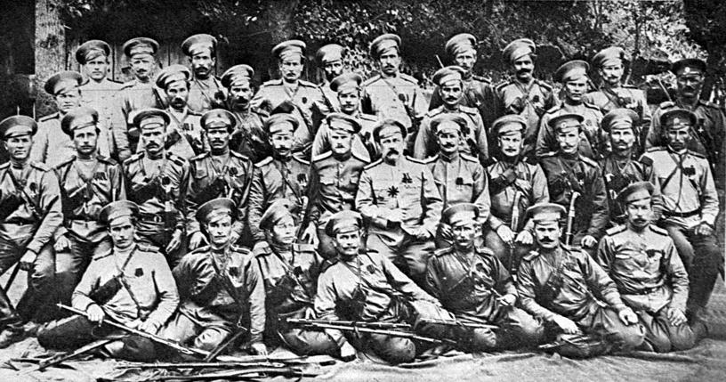 Сотня есаула Оленева. Все казаки этой сотни - Георгиевские кавалеры. 1915 год