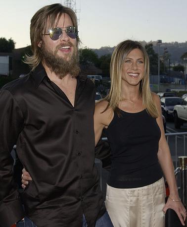 """Актеры Брэд Питт и Дженифер Энистон на премьере фильма """"Хорошая девочка"""", 2002 г."""