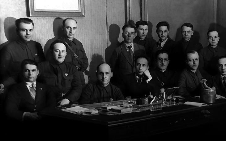 """Сотрудники станции """"Красный Октябрь"""". 1942-1943 гг."""